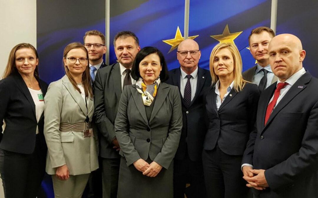 Działania Komisji Europejskiej stanowią zagrożenie dla suwerenności Polski